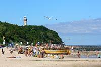 Niechorze - plaża i widok na latarnię morską